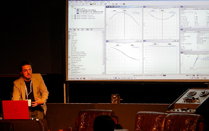 Guillaume explaining the Klippal machines reports